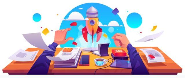 Рабочий стол начинающего бизнесмена со стартом ракеты