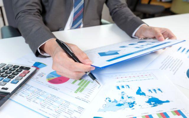 Инвестор проводит оценку бизнеса с помощью показателя EBITDA